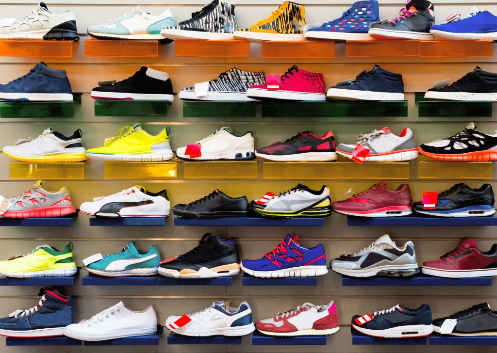 What is the best type of footwear for people with plantar fasciitis?